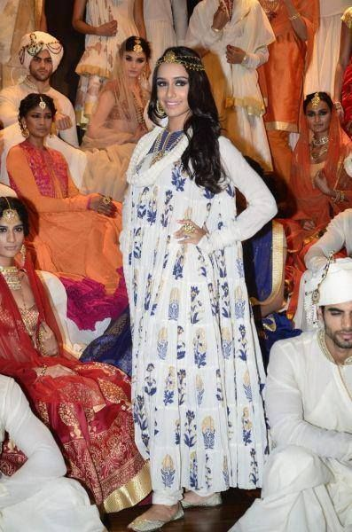 The Bollywood beauty, #ShraddhaKapoor, walked the ramp for #RohitBal while wearing his namesake label in a white anarkali with royal blue and gold print work, while topping it off with a golden head-piece. #StyleFiles