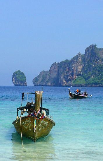 10 Fascinating Places To Visit One Day | GloholidayPhi Phi Island es otra maravilla que es sinónimo de paraíso.