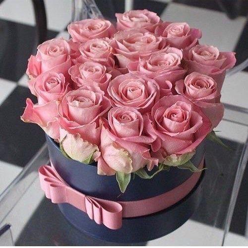 لا تتلكأ لتجمع الورود وتحتفظ بها لكن سر وستجد الورود على طول دربك يانعة لتنعم بها Flowers Flower Flowershop Eg Flower Arrangements Flower Gift Trendy Flowers