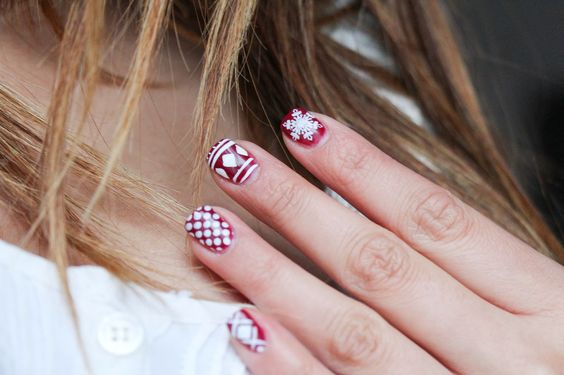 CHRISTMAS MANI MONDAY! http://www.jennsphilosophy.com/2013/12/mani-monday-burgundy-christmas.html … #christmas #nails #manicure #ManicureMonday #christmasnails #holidays