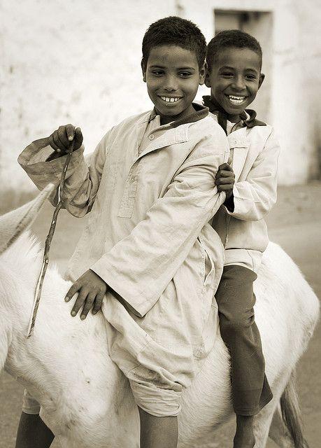 :::: PINTEREST.COM christiancross ::::Africa: Upper Egyptian children