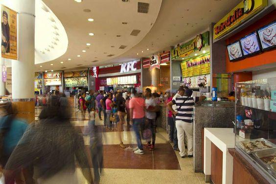 @tusambilpgna Cuenta con una súper feria de 30 locales de comidas. _____________________________  #SambilParaguaná te ofrece variedad para complacer todos tus gustos.  ____________________________ #Sambil y #LlévateAlgoQueContar  #Sambil #paraguaná #PuntoFijo #Mall #CentrosComerciales #SuperFeria #food #like4like #Venezuela #haztenotar