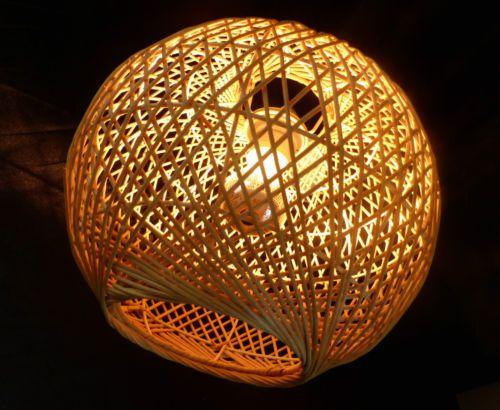 Lustre suspension lampe boule rotin osier design for Suspension osier design