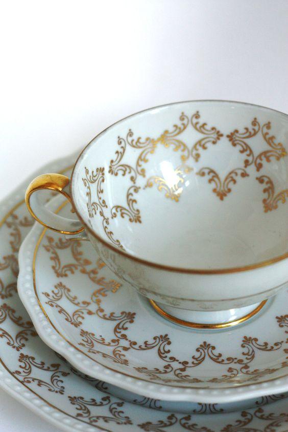 Vintage 1940s-1950s German White / Gold Tea Cup & Saucer Set.