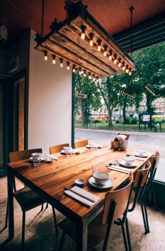 Mesa madera reciclada estilo industrial ventanal mesa puesta con boles y platos pa la casa - Mesa madera industrial ...