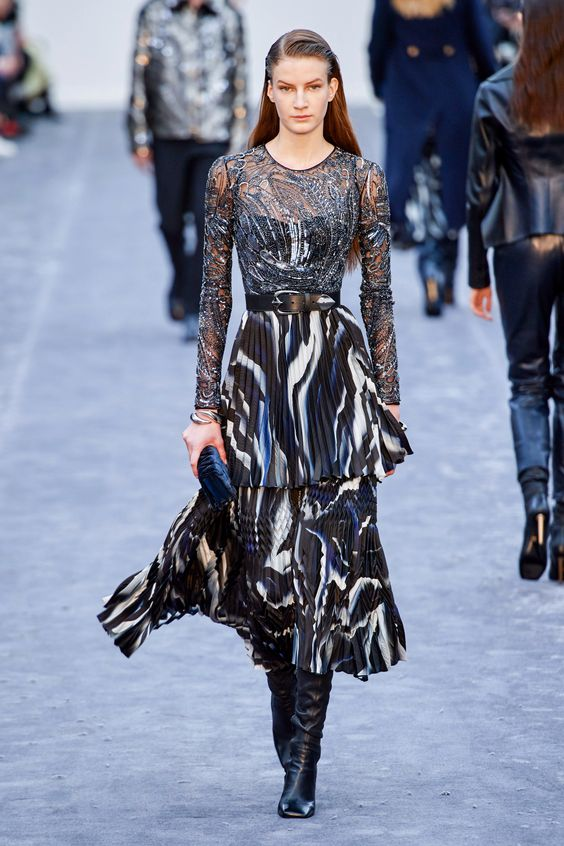 Roberto Cavalli Fall 2019 Ready-to-Wear Fashion Show Collection: See the complete Roberto Cavalli Fall 2019 Ready-to-Wear collection. Look 37
