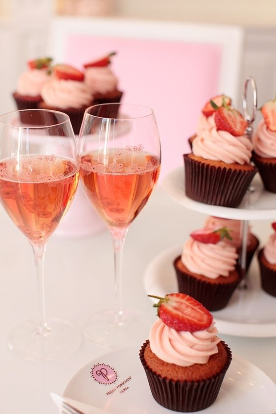 Peggy-Porschen champagne & strawberry cupcakes recipe