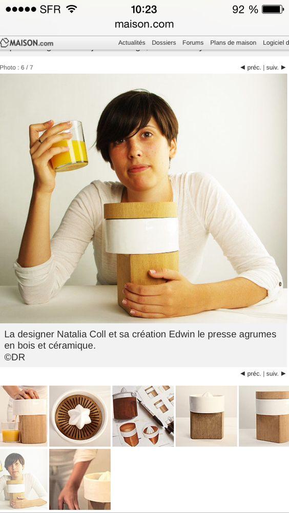 La designer Natalia Coll et sa création Edwin le presse agrumes en bois et céramique. ©DR