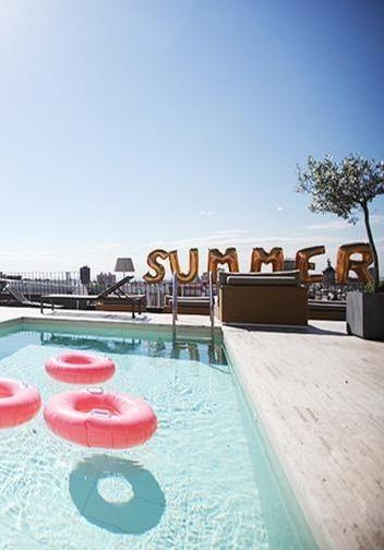 Roof top pools. Summer goals.