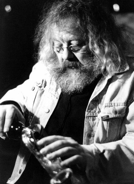 """Für das Feuilleton der Wochenzeitung """"Die Zeit"""" schrieb Rowohlt eine populäre Kolumne, """"Pooh's Corner"""", in der er den Kulturbetrieb aus der Sicht des Bären Pu beschrieb - das Kinderbuch von A. A. Milne hatte er neu übersetzt."""