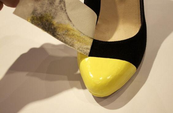 Customizando o bico dos sapatos 1   Transformar ossapatos, deixá-los com uma cara nova e bem transada, pode ser mais fácil e econômico do q...