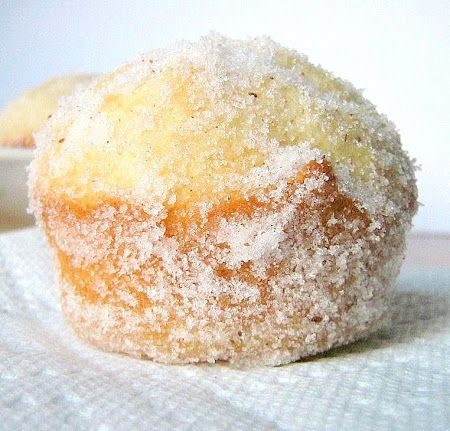 Donut Muffins w/ Caramel Filling via unegaminedanslacuisine.com >> These sound delicious!