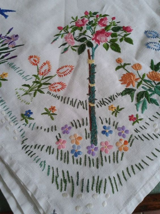 VINTAGE TABLE LINEN SQUARE ROSE BUSH SWALLOW FLOWERS EMBROIDERED TABLECLOTH