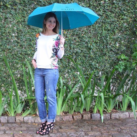Hoje o tempo está pedindo um guarda-chuva, né? ☔️☔️☔️  Esse da Fillity é lindo e pode ser seu! A nossa promoção surpresa está dando um guarda-chuva Fillity em todas as compras acima de R$ 800.   Corra pois é só até domingo! Em todas as lojas e no e-commerce. Acesse http://loja.fillity.com.br  Estamos esperando vocês!    #fillity #fillityverao2015 #verao2015fillity #promoção #promocaofillity #guardachuvafillity