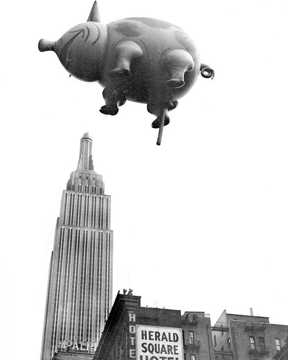 This pig balloon from 1932 is also strangely unsettling. / 19 Amusing Vintage Photos Of Past Thanksgiving Day Parades (via BuzzFeed)