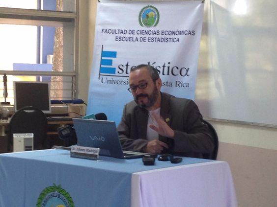 Ticos otorgan calificación regular a Solís en economía