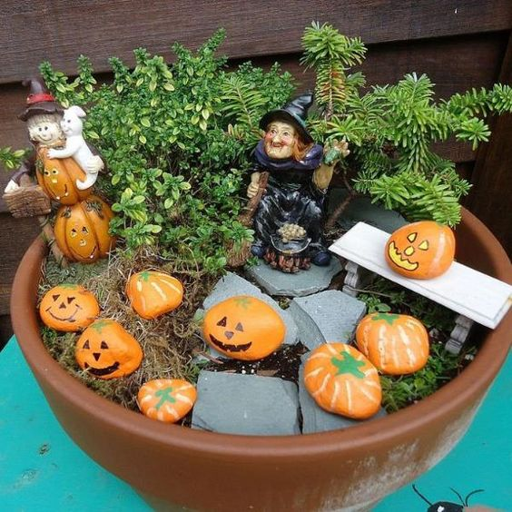 Paint rocks to look like pumpkins to decorate your mini garden for fall & Halloween.: