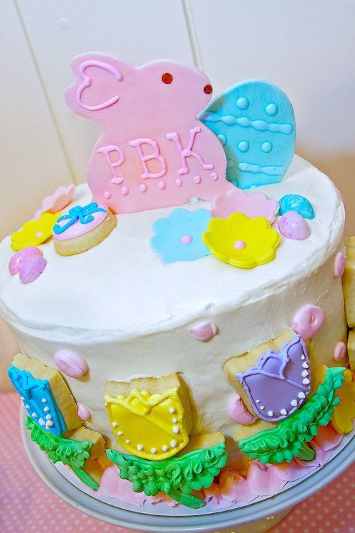 Um bolo simples decorado com cookies vira um super bolo! Amei!
