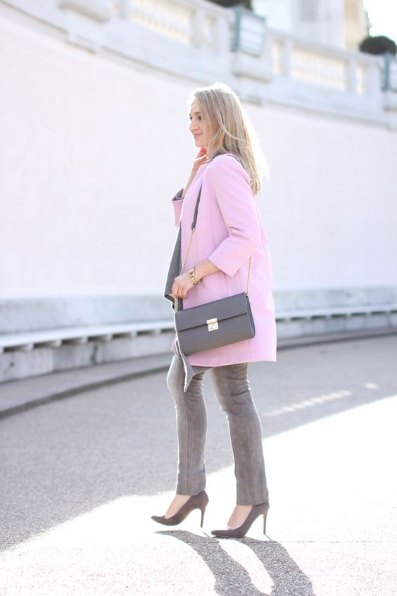 grey skinny jeans, Röhrenjeans grau - Diesel / grey cashmere sweater & vest,  Cashmere Sweater, Kaschmirweste - C&A / light pink coat, rosa Mantel & bag - Forever 21 / grey high heels - Asos / watch - Burberry / earrings - MAX design / Modeblog Österreich / Austrian fashion blog / Ü 30 / 30+ fashion blog / fashion blog / Modeblog Ü30 / street style Austria / spring summer fashion trends 2016 / Frühling Sommer Mode Trends 2016 / must haves spring summer 2016 / collected by Katja / street…