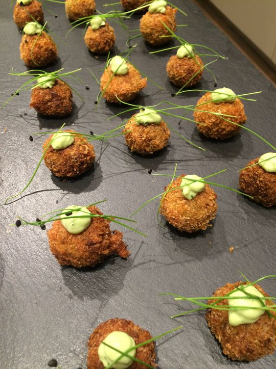 Spicy canape crab cakes with lime mayonnaise canapes for How to make canape shells