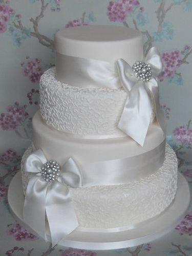 Ah! My cake will be similar, except the 2nd and 4th layer will be purple...and it will be a hexagon! Undecided on the bows...