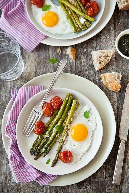 Parmesan Roasted Asparagus, Tomatoes and Eggs: Breakfast Eggs, Health Food, Tartelette Eggs, Healthy Breakfast, Tomatoes Eggs, Food Drink Recipes, Asparagus Tartelette, Eggs Asparagus, Asparagus Tomatoes