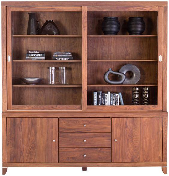 Buffetkast Index biedt voldoende opbergmogelijkheid en ruimte om accessoires en servies te presenteren. Doordat de kast is gemaakt uit massief notenhout, afgewerkt met olie, heeft Index een warme, luxe uitstraling. Omdat wij overtuigd zijn van de onovertroffen kwaliteit, krijgt u 10 jaar garantie.