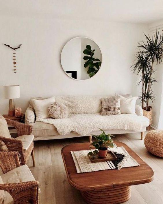 Okrągłe lustro w salonie