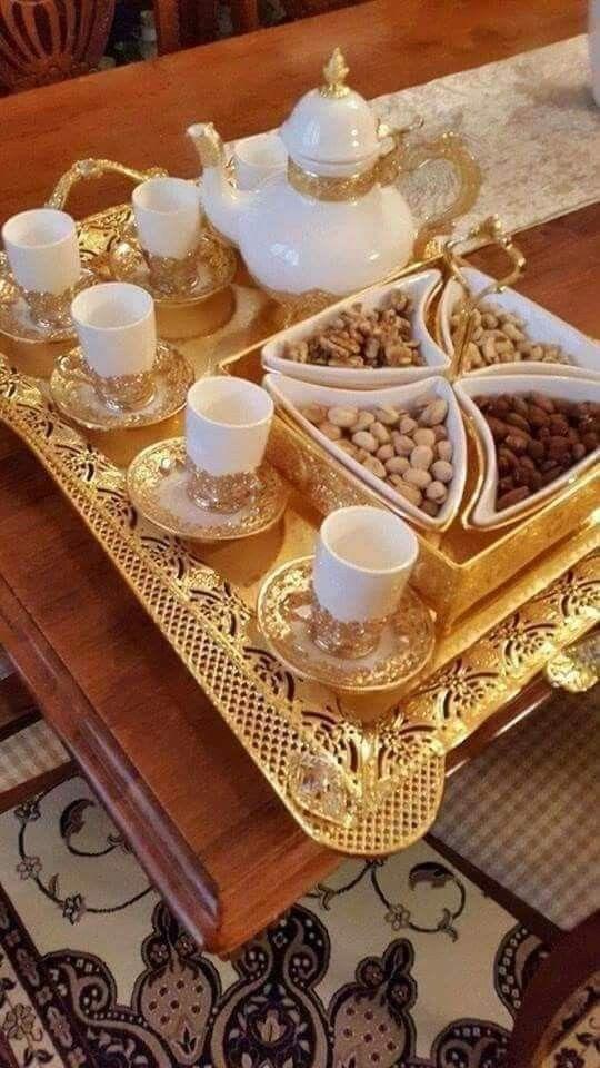 Pin By Nouna Di On Presentation Dinner Table Decor Food Decoration Arabian Decor