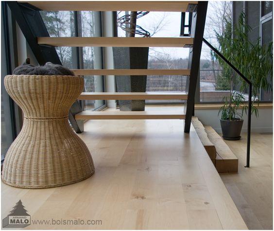 Plancher en érable et escalier verni avec les produits Carver. www.boismalo.com