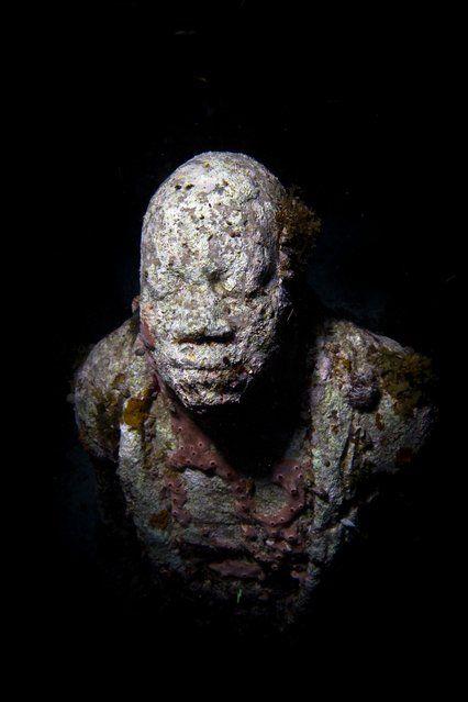 """Night series"". Underwater Sculpture, Museo Subacuático de Arte, Cancun. (Photo by Jason deCaires Taylor/UnderwaterSculpture)"