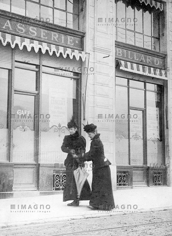 Kaiserin Elisabeth von Österreich mit Irma Sztáray-, © IMAGNO/ÖNBKaiserin Elisabeth von Österreich mit der ungarischen Hofdame Gräfin Irma Sztáray in Genf. Letzte Aufnahme der Kaiserin vor ihrem Tod. Photographie. 3. September 1898.
