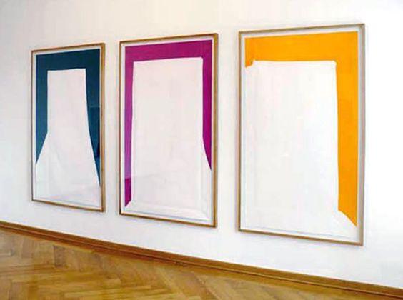 Rainer Splitt, 3 Paperpools, gefaltetes/entfaltetes Papier, Autolack, weißer Kunstharz, je 160 x 100 cm, 2008