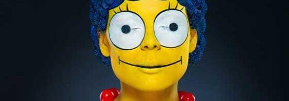 Modelo se transforma na Marge Simpson da vida real | Super Pérolas
