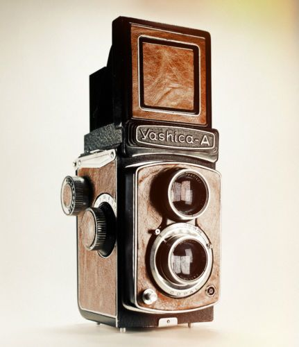 Yashica-A / Medium Format / 6x6 / 120 Film / Vintage TLR / Lightburn Film Camera / 80mm f3.5 Lens / £150