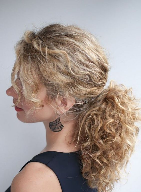 A Messy Low Ponytail With Bangs Is A Chic Idea To Rock For A Modern Wedding Medium Curly Hair Styles Curly Hair Styles Curly Hair Styles Naturally