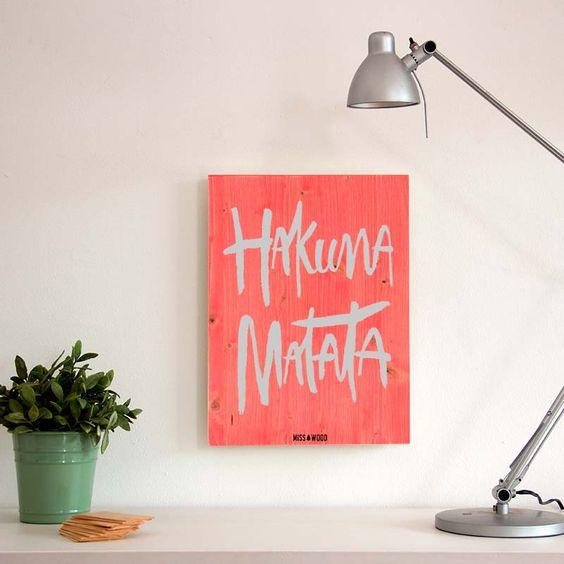 Cartel-de-madera-para-la-decoracion-nordica- woody-m-hakuna-matata-ros: