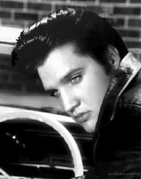BEAUTIFUL PICTURE OF {THE KING} ELVIS PRESLEY....R.I.P