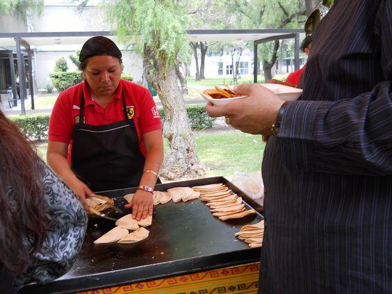 Llevando el sabor de la comida Mexicana a tu Fiesta www.tacoselcipres.com.mx