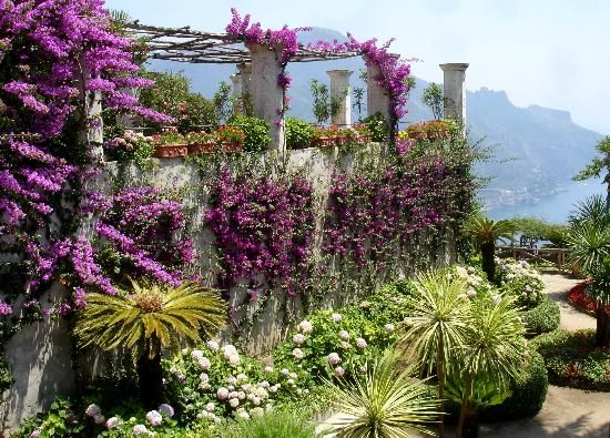 Villa Rufolo amalfi coast  // Great Gardens & Ideas //