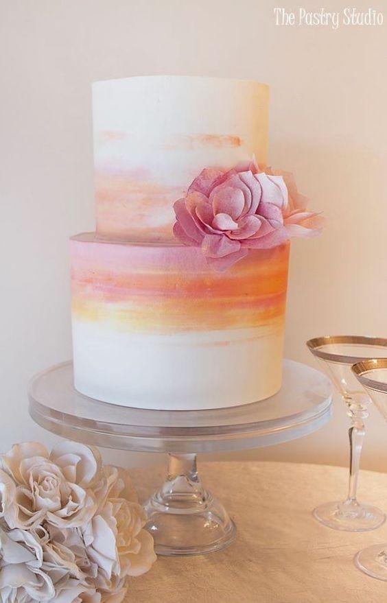 Gâteau de mariage aux tons doux du printemps
