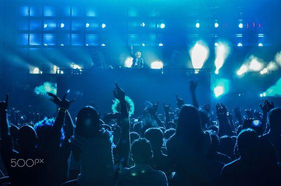 Tripping.. ;-) - David Guetta live-in concert.