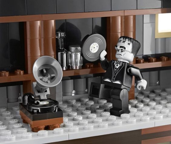 lego monster fighters haunted house check out the old gramophone could it be playing check haunted house