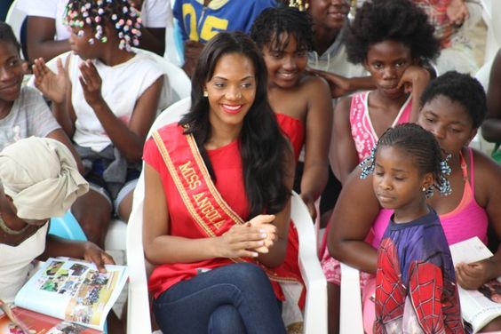 Miss Angola Whitney Shikongo a caminho do concurso Miss Universo  http://angorussia.com/entretenimento/famosos-celebridades/miss-angola-whitney-shikongo-a-caminho-do-concurso-miss-universo/