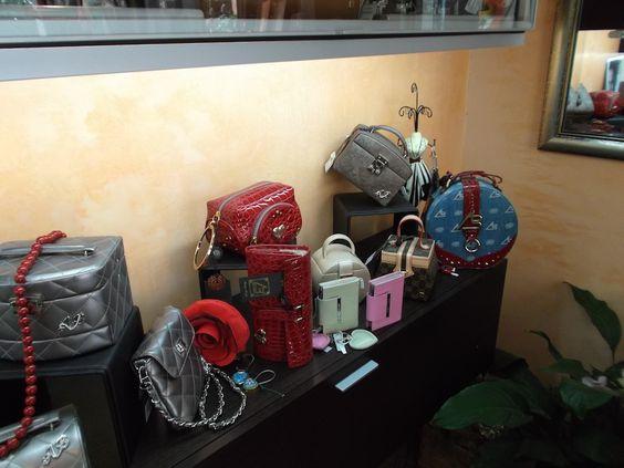 Lo Zaffiro, Via Verdi Ovest #Mestre #tuttaperme #artigiani #artigianale #orafo #moda #shopping #gioielli #borse