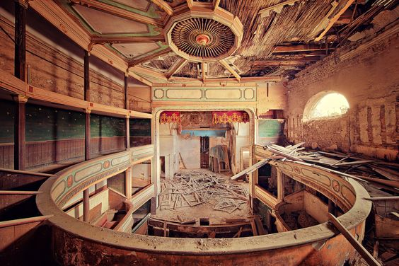 'royal box', an abandoned theatre by Thomas Mueller