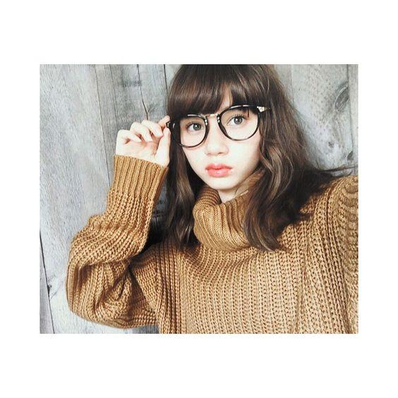 眼鏡姿のマーシュ彩