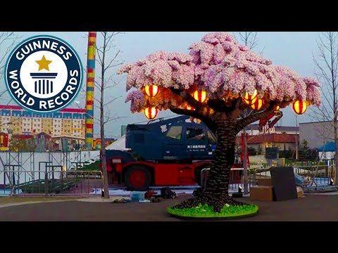Legoland Japan Breaks Record With Cherry Blossom Tree Made From 880 000 Lego Bricks In 2020 Sakura Tree Cherry Blossom Tree Blossom Trees