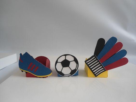 http://www.elo7.com.br/trio-forminha-de-doce-futebol/dp/48AE17