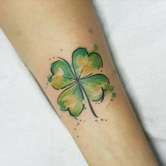 70+ Cute Four Leaf Clover Tattoo Ideen und Designs - Lucky Plant (2018 - #Clover #Cute #Designs #Ideen #leaf #LUCKY #Plant #Tattoo #und